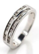 Lot 26 - Diamond and white gold ring