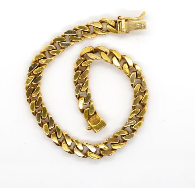 Lot 1 - Yellow gold fancy curb link bracelet