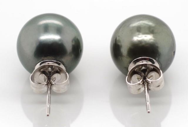 Lot 59 - Pair of Tahitian pearl and white gold earrings