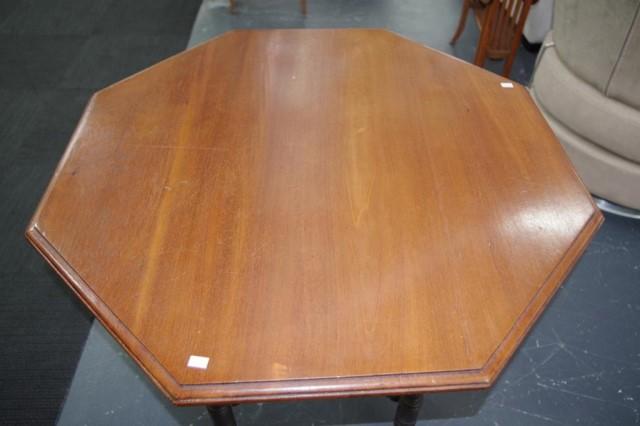 Lot 1784 - Vintage cedar parlour table