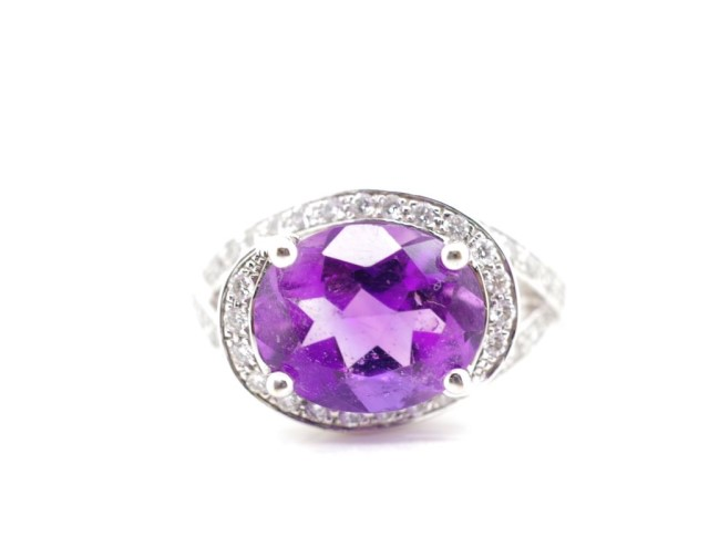 Lot 30 - Amethyst and diamond set 18ct white gold ring