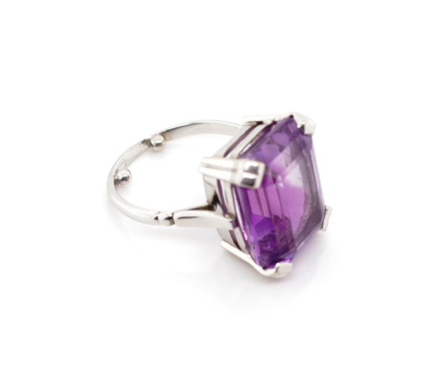 Lot 50a - Amethyst and 9ct white gold cocktail ring