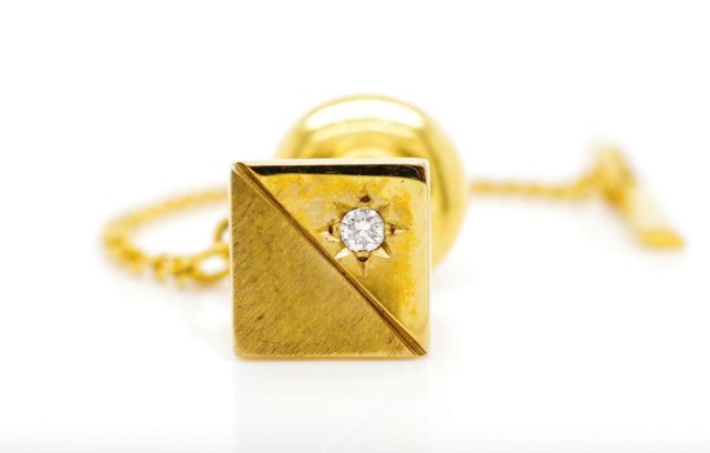 Lot 57 - Vintage diamond and 9ct yellow gold tie tack