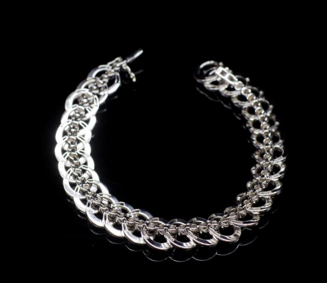 Lot 13 - Diamond and 18ct white gold night and day bracelet