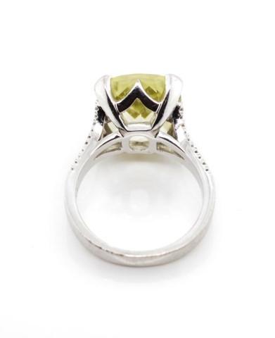 Lot 34 - Lemon quartz and 18ct white gold ring