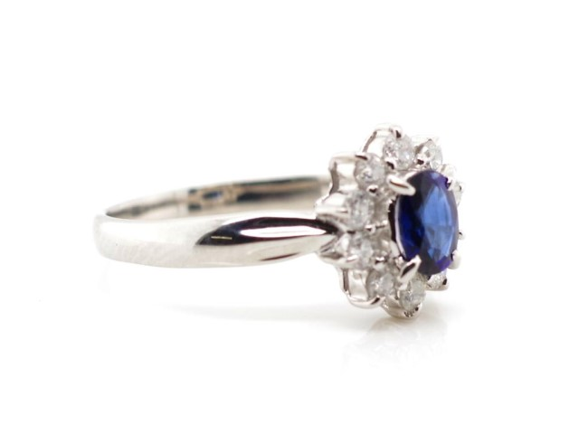 Lot 37 - Sapphire and diamond set platinum cluster ring