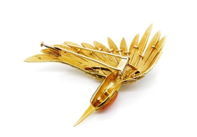 Lot 47 - 18ct yellow gold, enamel and diamond bird brooch
