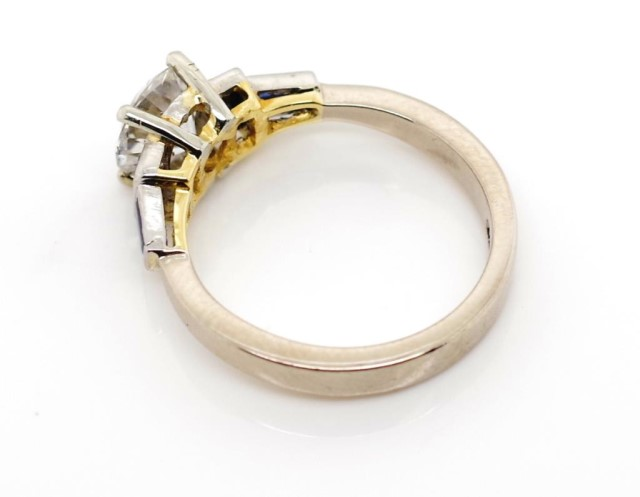 Lot 50 - A good Diamond and sapphire set 18ct gold ring