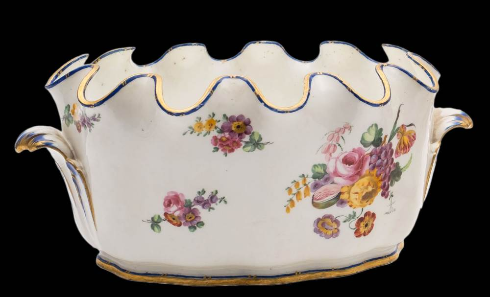 A pair of Sèvres porcelain verrières: each of lobed oval form with crenellated rim and scroll - Image 2 of 2