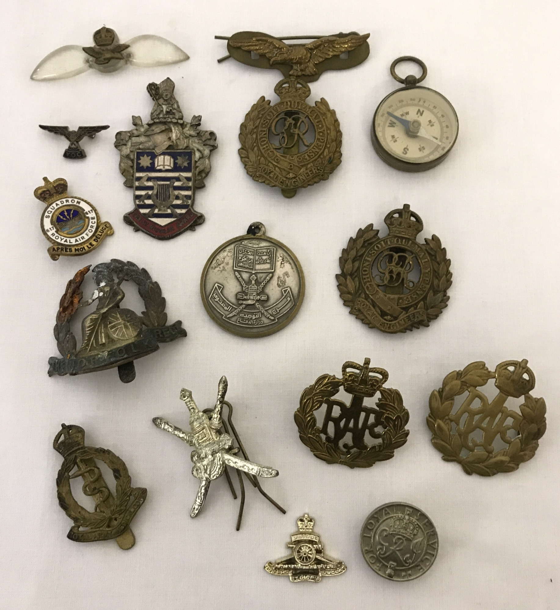 Lot 22 - A collection of Military badges and cap badges.