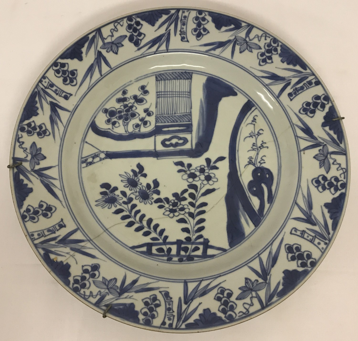 Lot 48 - A vintage Chinese blue and white hand painted ceramic plate.