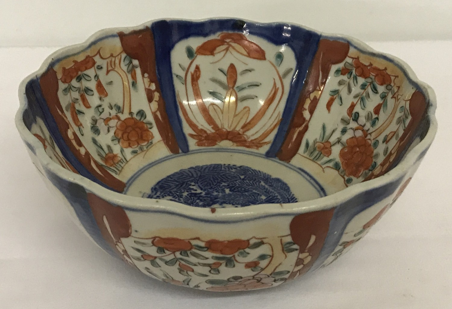 Lot 84 - A Chinese Imari bowl with scalloped rim and hand painted detail to interior and bowl surround.