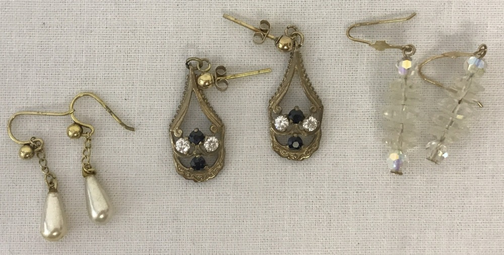 Lot 91 - 3 pairs of vintage 9ct gold earrings.