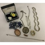 A small collection of vintage jewellery.