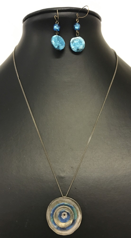 Lot 59 - A contemporary design circular white metal pendant on a 925 silver fine curb chain.