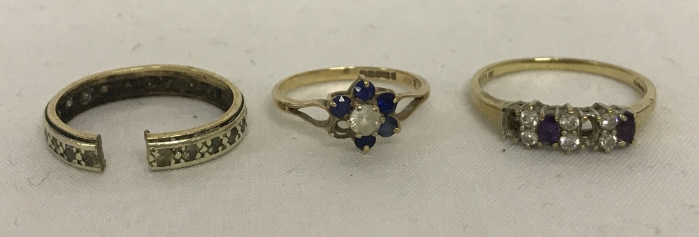 Lot 16 - 3 x ladies scrap gold dress rings.