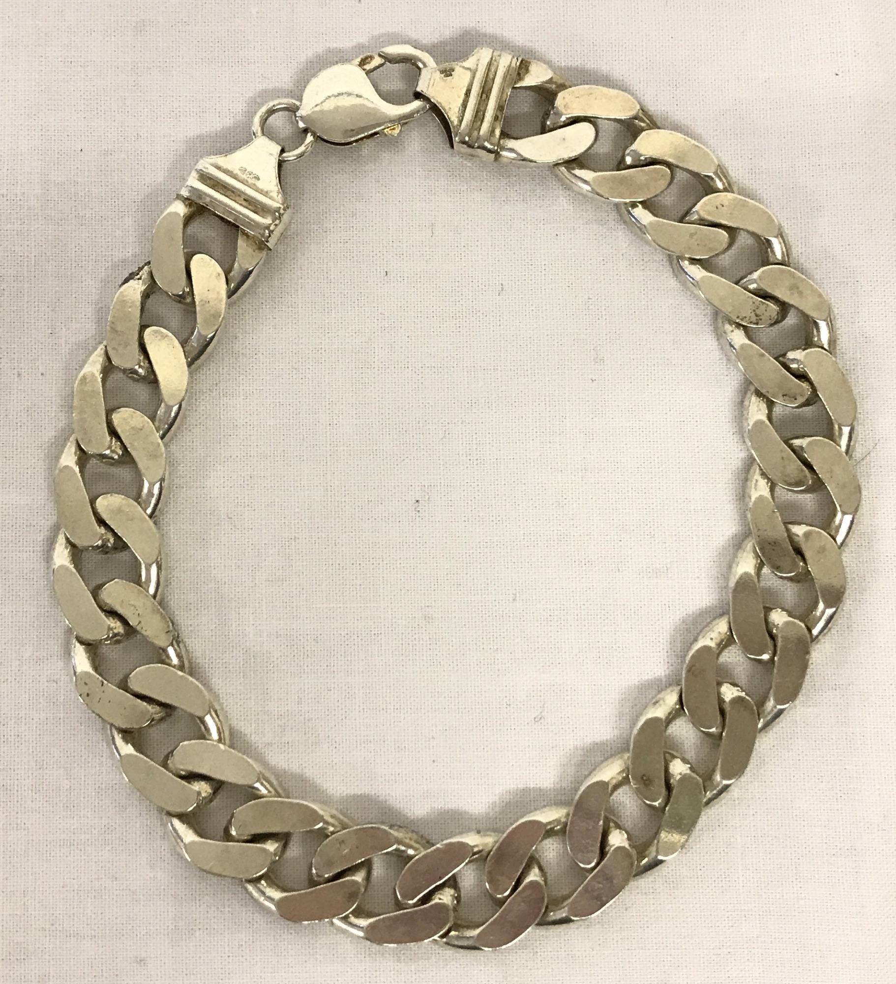 Lot 39 - A modern white metal heavy curb chain bracelet with lobster clasp.