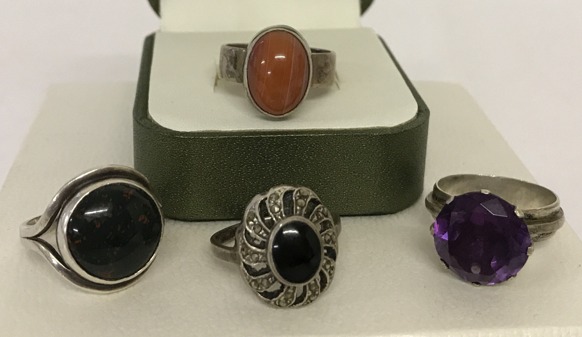 Lot 32 - 4 silver and white metal stone set dress rings.