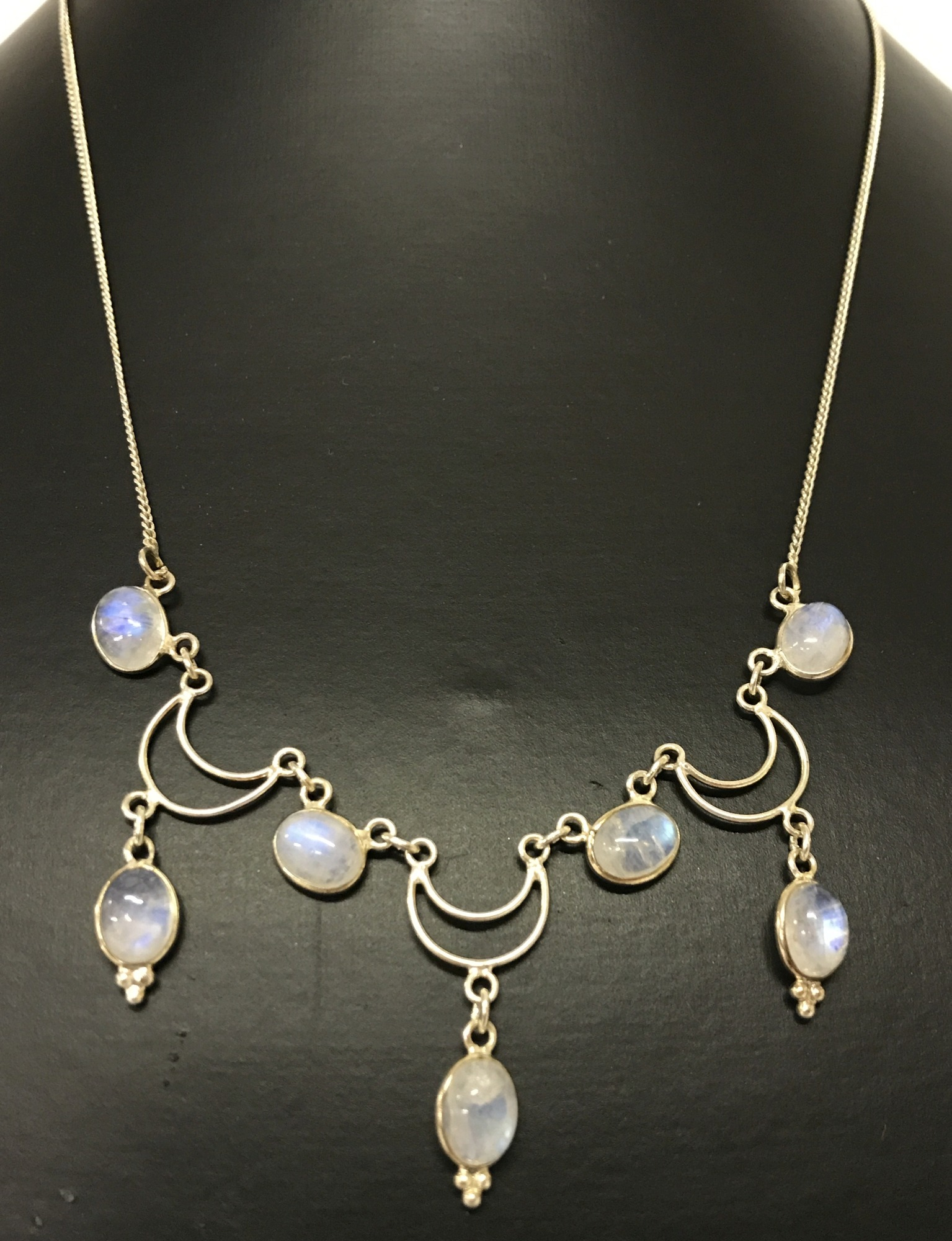 Lot 50 - A decorative silver and moonstone necklace.