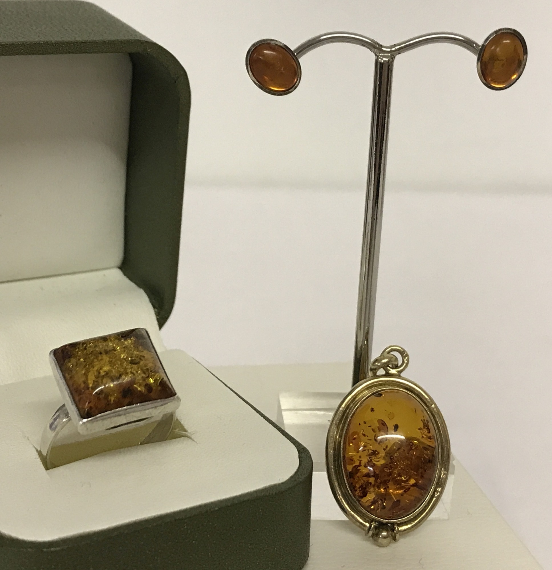 Lot 2 - 3 pieces of amber jewellery. A silver gilt oval amber pendant.
