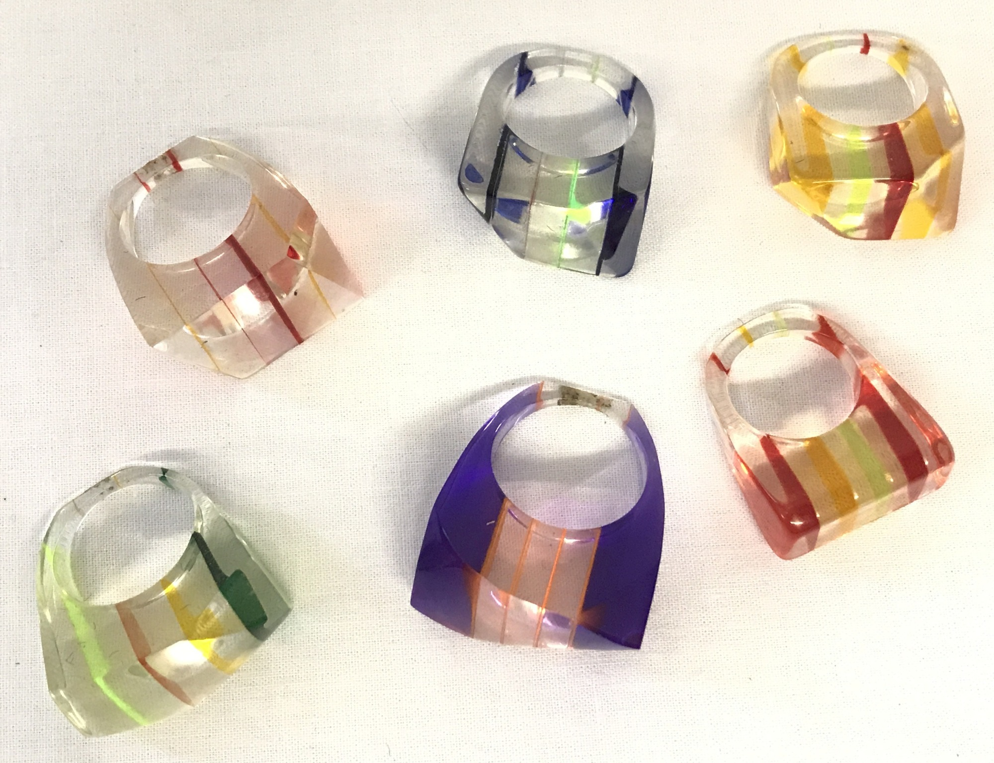 Lot 14 - 6 vintage funky design plastic rings in varying colours. Striped detailing to each ring.