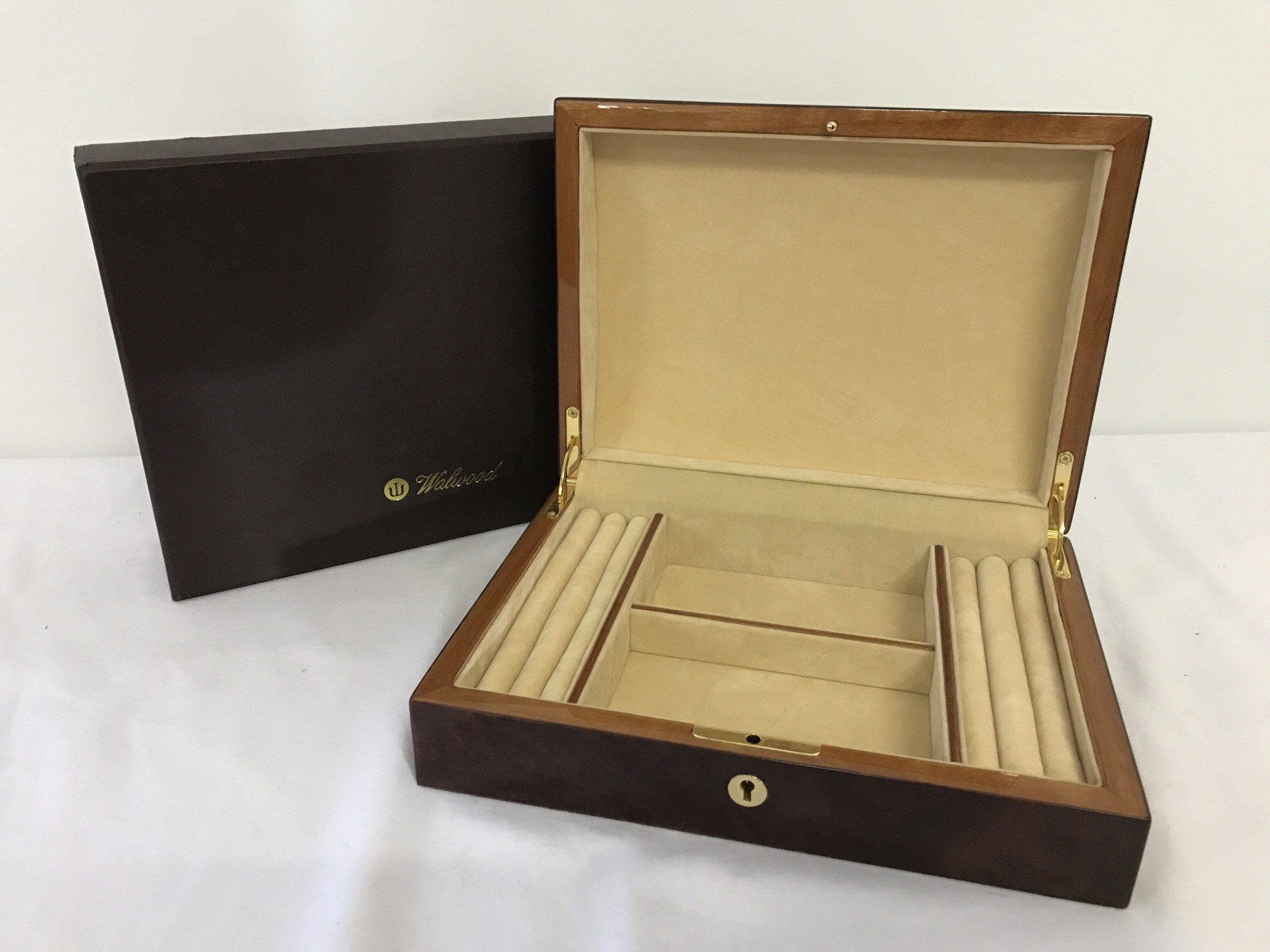 Lot 5 - A boxed red Birdseye maple jewellery box by Walwood.