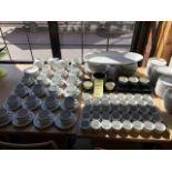 Gros lot de tasses + assiettes et ramequins