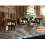 Lot de (7) decorations - boites / bouteilles vin