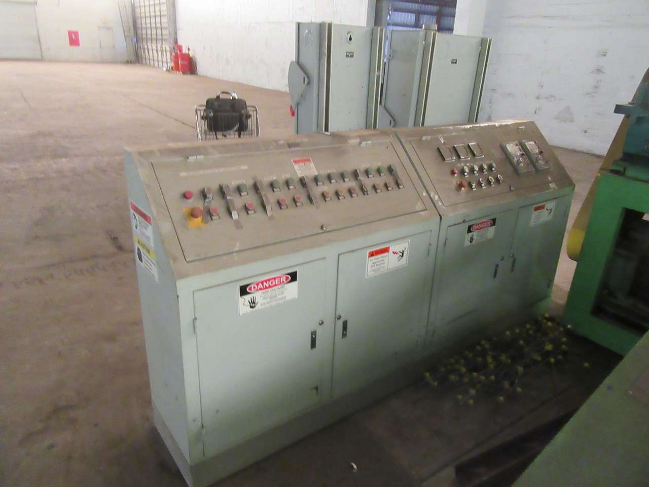 Lot 24 - 2014 Jiangyin Jinall International Trade Co. Control Panel