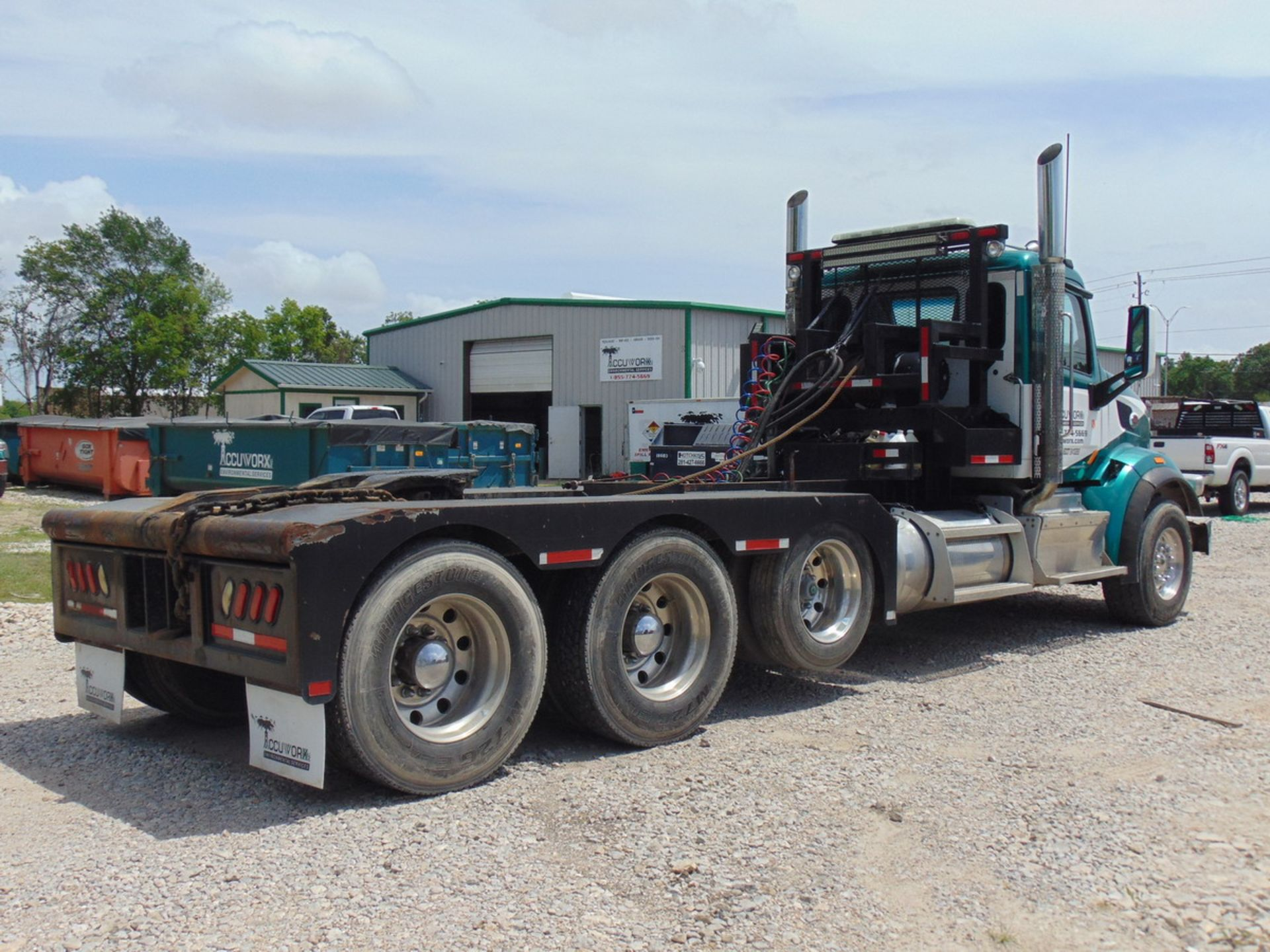 Lot 25 - 2014 Peterbilt 567 Tri/A Truck Tractor, Adjustable Fifth Wheel Miles: 225,666; Engine: 2013