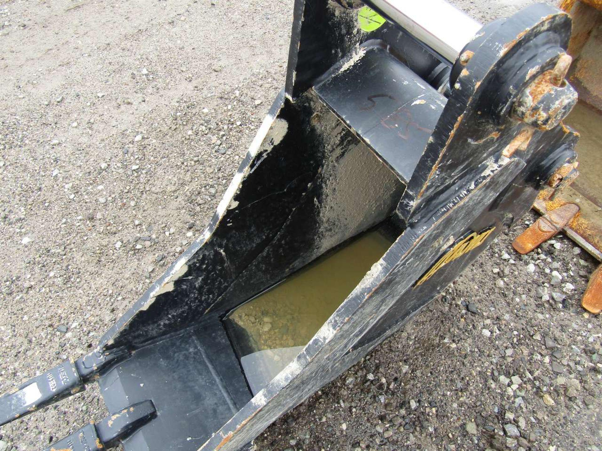 Lot 585 - Excavator Bucket