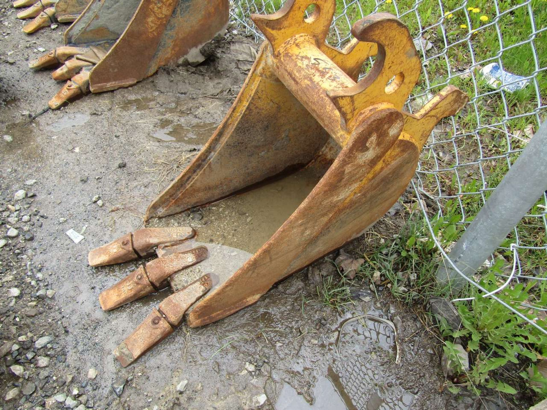 Lot 553 - Excavator Bucket