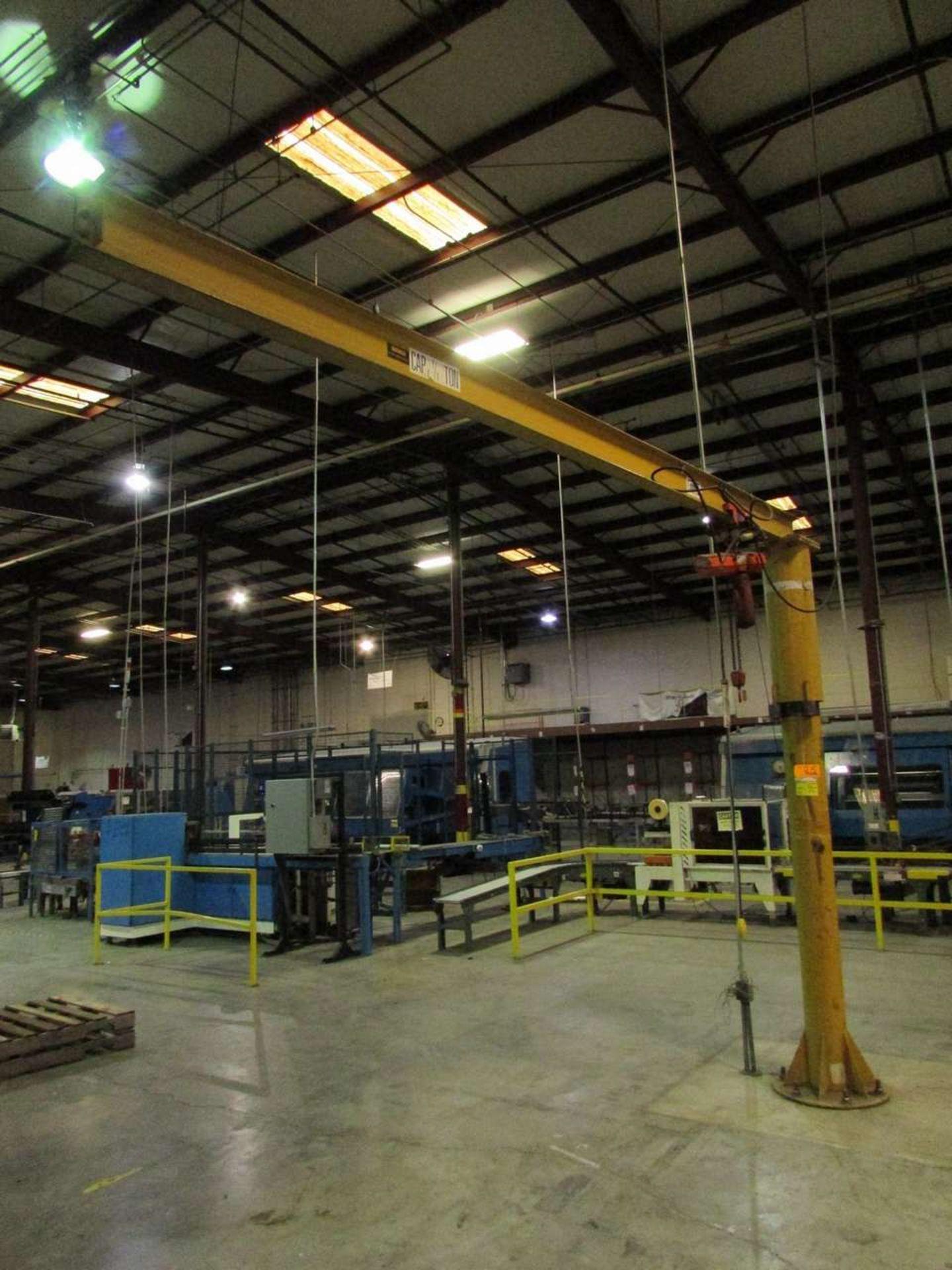 Lot 25 - Contrx industries 1/4 Ton Free-Standing Jib Crane