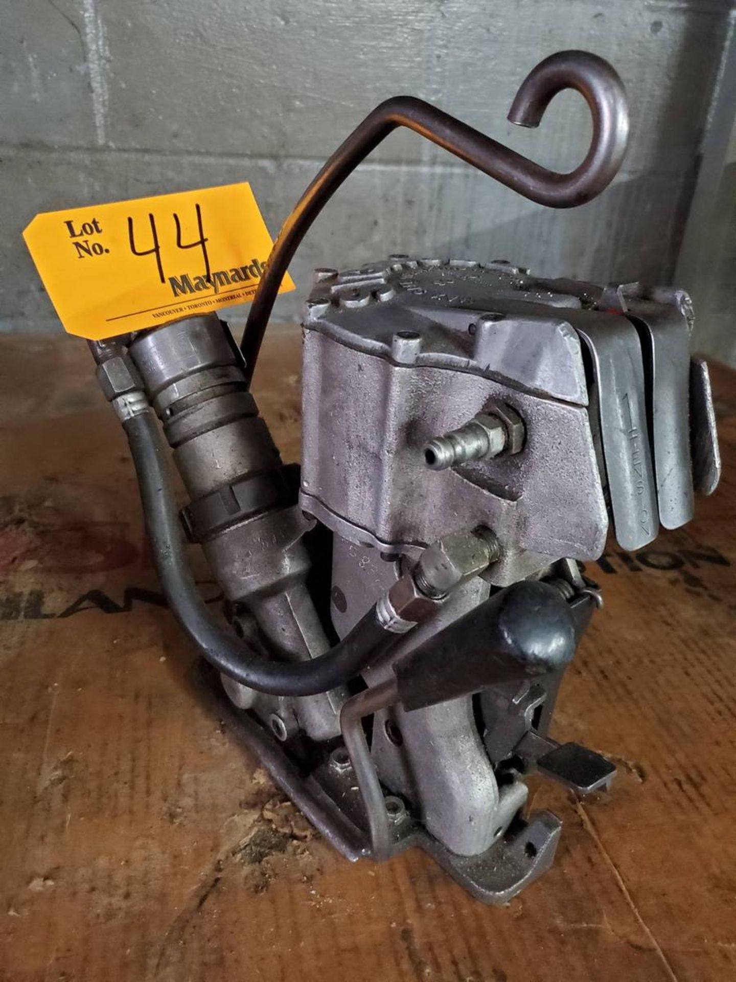 Lot 44 - Signode Pneumatic Combination Strapping Tool