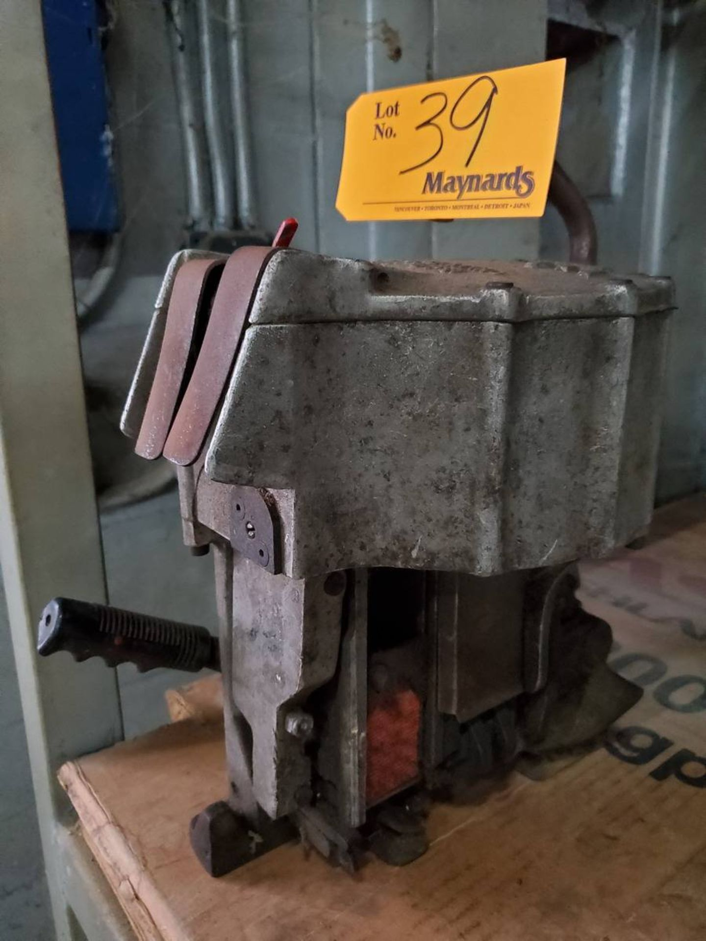 Lot 39 - Signode Pneumatic Combination Strapping Tool