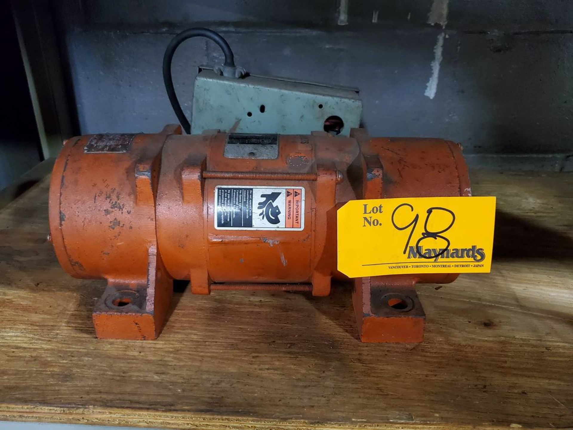 Lot 98 - Virco 2PX-450 Shaker