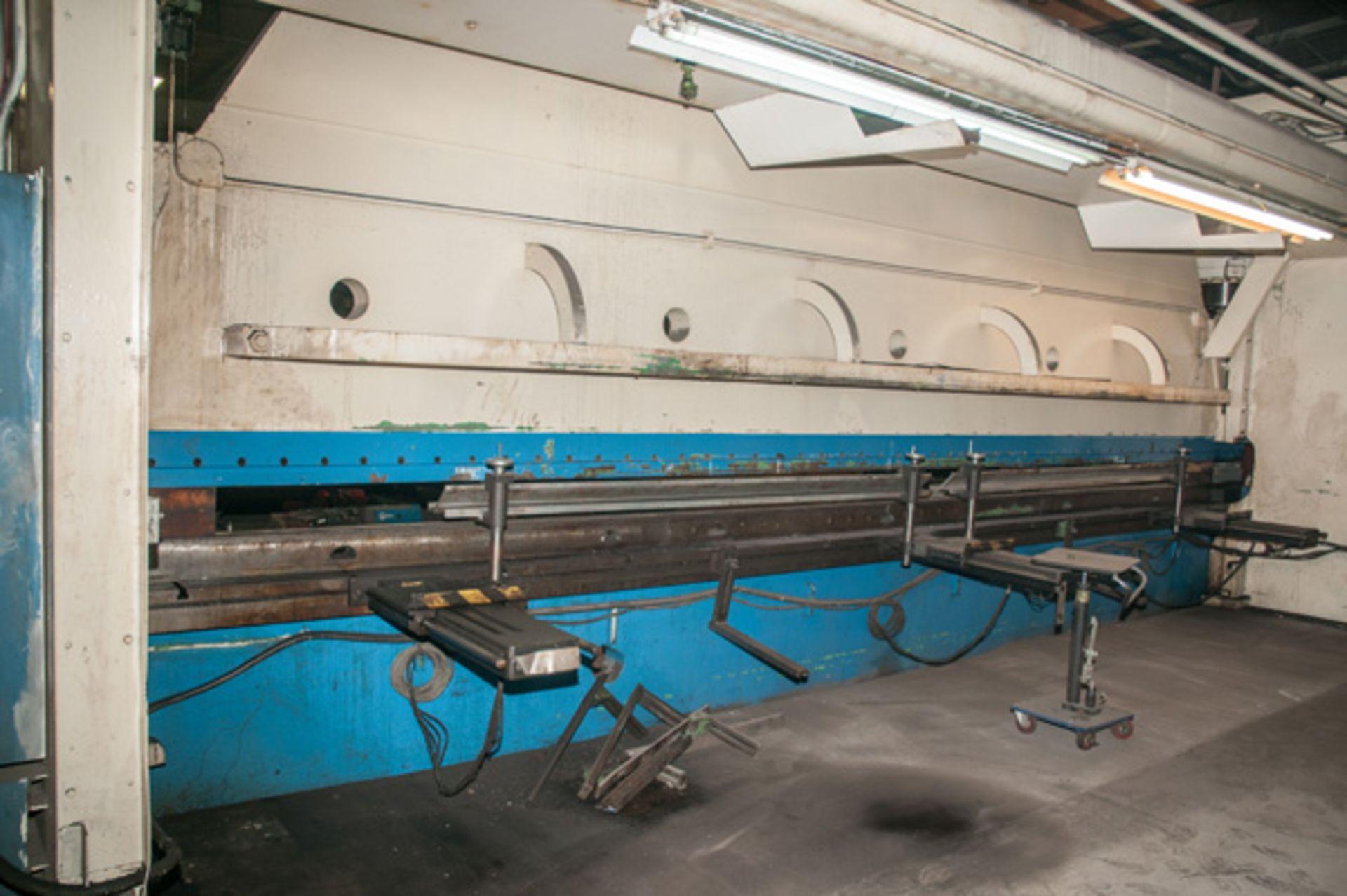 Lot 35 - Cincinnati CNC Hydraulic Press Brake | 600 Ton x 30', Mdl: 600H x 26, S/N: 37720 - 8047P