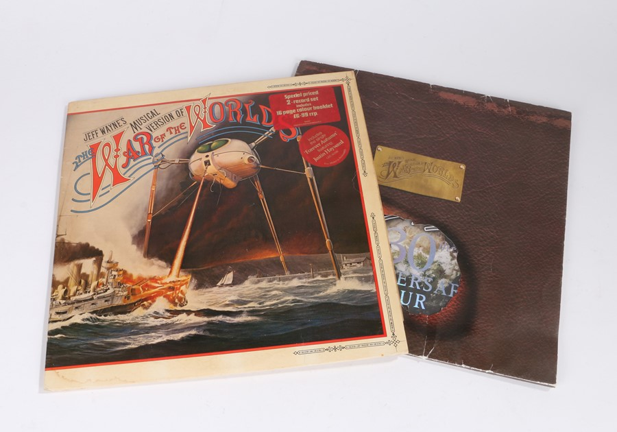 Lot 7 - Jeff Wayne's War Of The Worlds LP, together with 30th Anniversary Tour programme (2)
