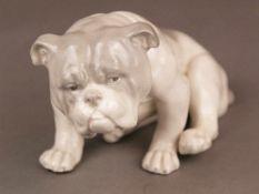 Porzellanfigur Bulldogge - wohl Gebrüder Heubach/Lichte um 1920, pastelltönige