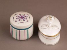 Zwei Deckeldosen - 1x Herend, ovale Form, Porzellan, weiß glasiert, Golddekor, Deckel mit