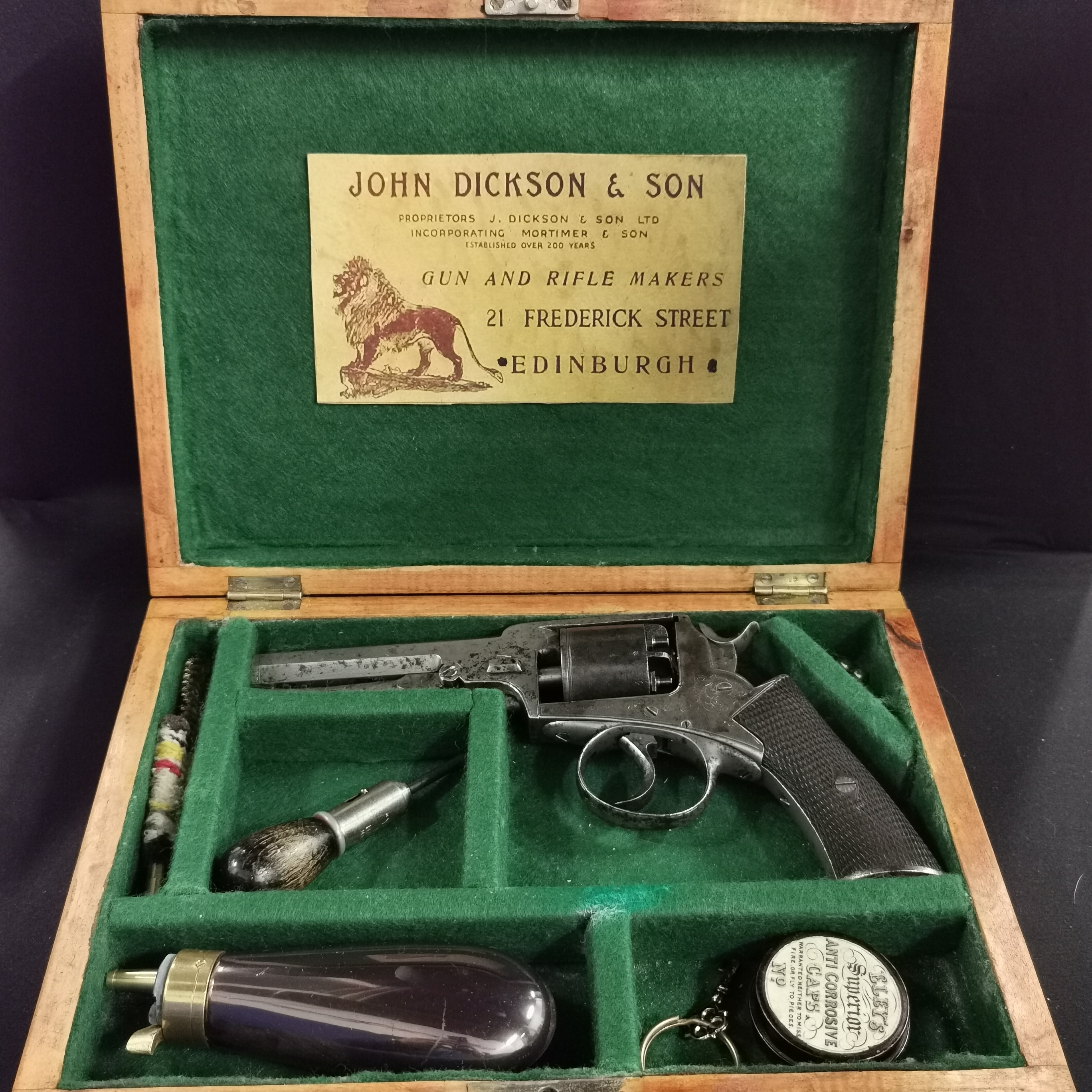 Lot 7 - A CASED PERCUSSION DOUBLE ACTION 5 SHOT REVOLVER 1860 OF WEBLEY WEDGE TYPE WITH COLT STYLE UNDER