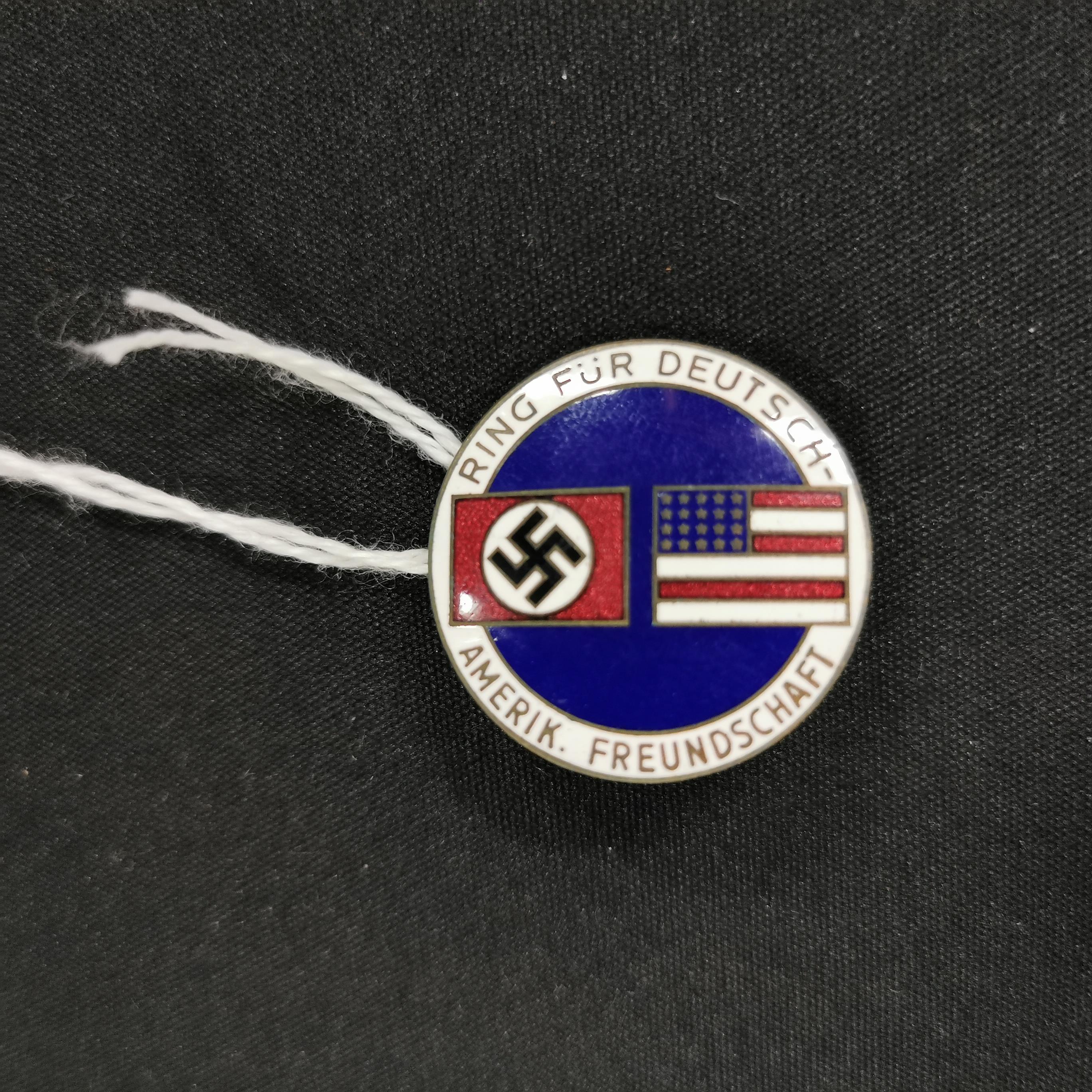 Lot 33 - GERMAN AMERICAN COMRADESHIP BADGE