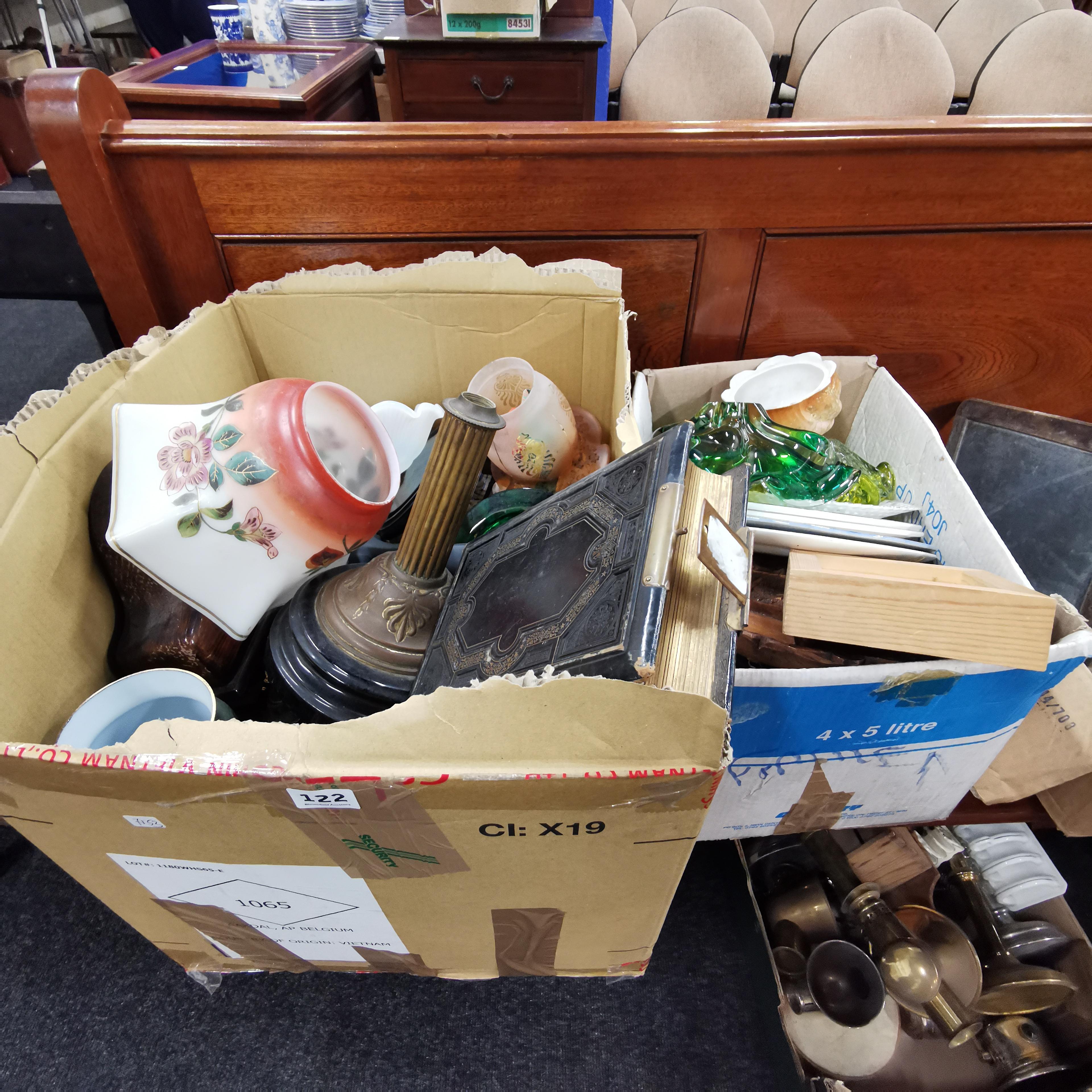Lot 122 - 2 BOX LOTS OF ORNAMENTS