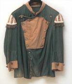 Uniformjacke, wohl 19.Jhdt.Grüner Stoff mit Applikationen. Silberfarbene Knöpfe, teilweise mit