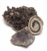 Drei div. MineralienAchatschnecke (Durchm.6,5cm) und zwei Amethystdrusen (Durchm.8 bzw. 14cm).