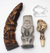 Vier MuseumsreplikenUnterschiedliche Provenienzen und Materialien. H. max. 20cm.