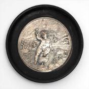 Museumsreplik, 19.Jhdt.Reliefierte Darstellung von Bacchus in weiter Landschaft. Wohl Silber, in