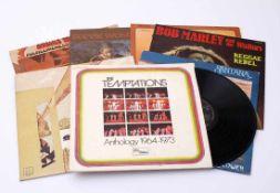Konvolut Schallplatten, 70er JahreThe Temptations, Anthology 1964-73; Santana, Moonflower; Stevie