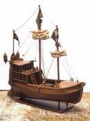 ModellschiffZweimastige Hansekogge mit hohem Heckaufbau und Hecklaternen. Holz, Segel aus Stoff. L.