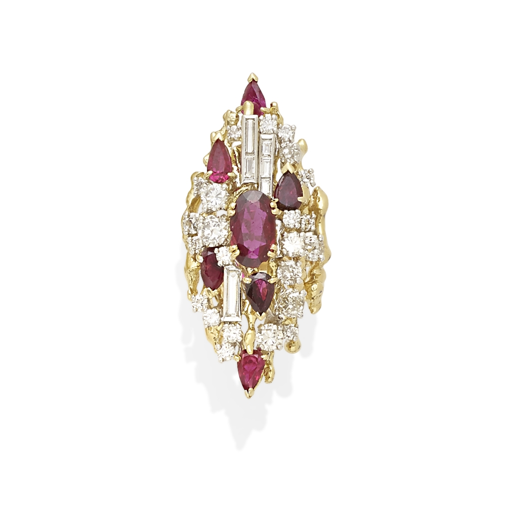 Lot 7 - A ruby and diamond ring
